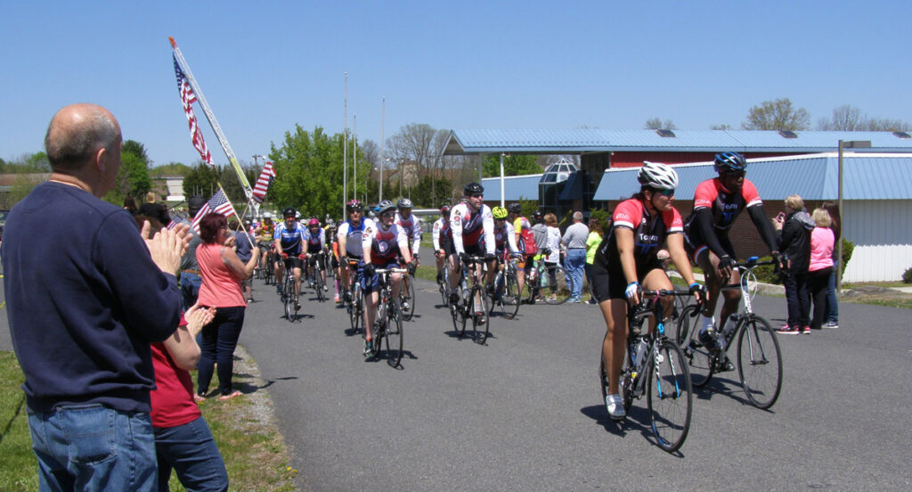 Large audience at the ride ending.